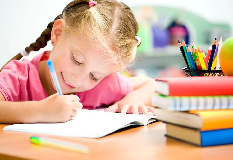 """Începe școala cu seria de cărți """"Isteț de mic"""""""